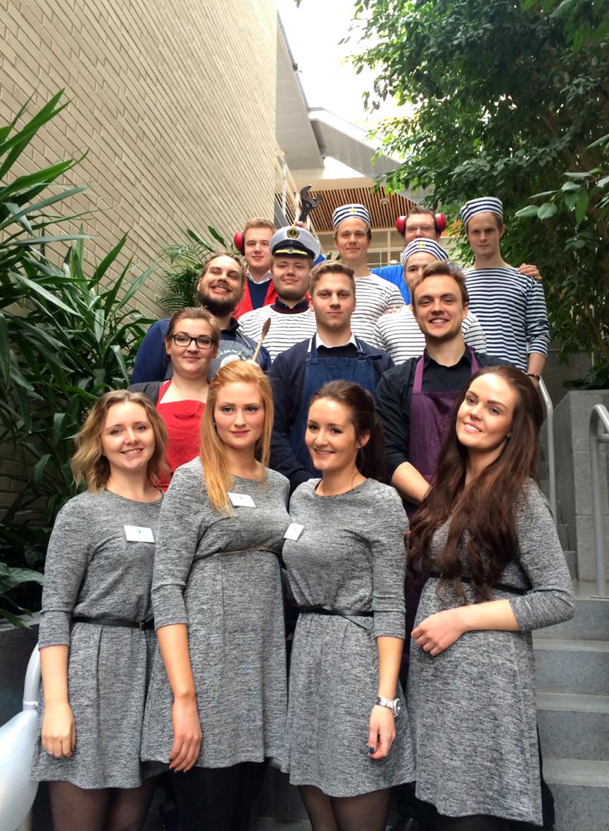 Christian Alhaug, Vilde Sævik, Tomas Hansen og Knut Larsen fra Volda Studentbryggarlaug sammen med studentbedriftene Arvaken og SeaGuard fra Ålesund. Alle tre bedriftene skal til NM i studentbedrift i juni.